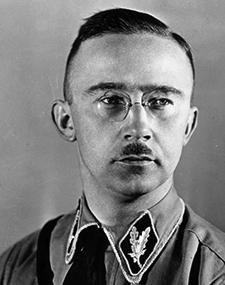 Heinrich Himmler – Reichsführer-SS – Directeur du RSHA – Ministre du Reich à l'intérieur.